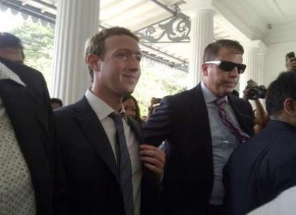 Mark Zuckerberg Disambut Jokowi
