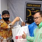 Saat Sambangi Lokasi Banjir, Presiden PKS: Bantuan Ini Tak Seberapa Dibandingkan Derita Warga